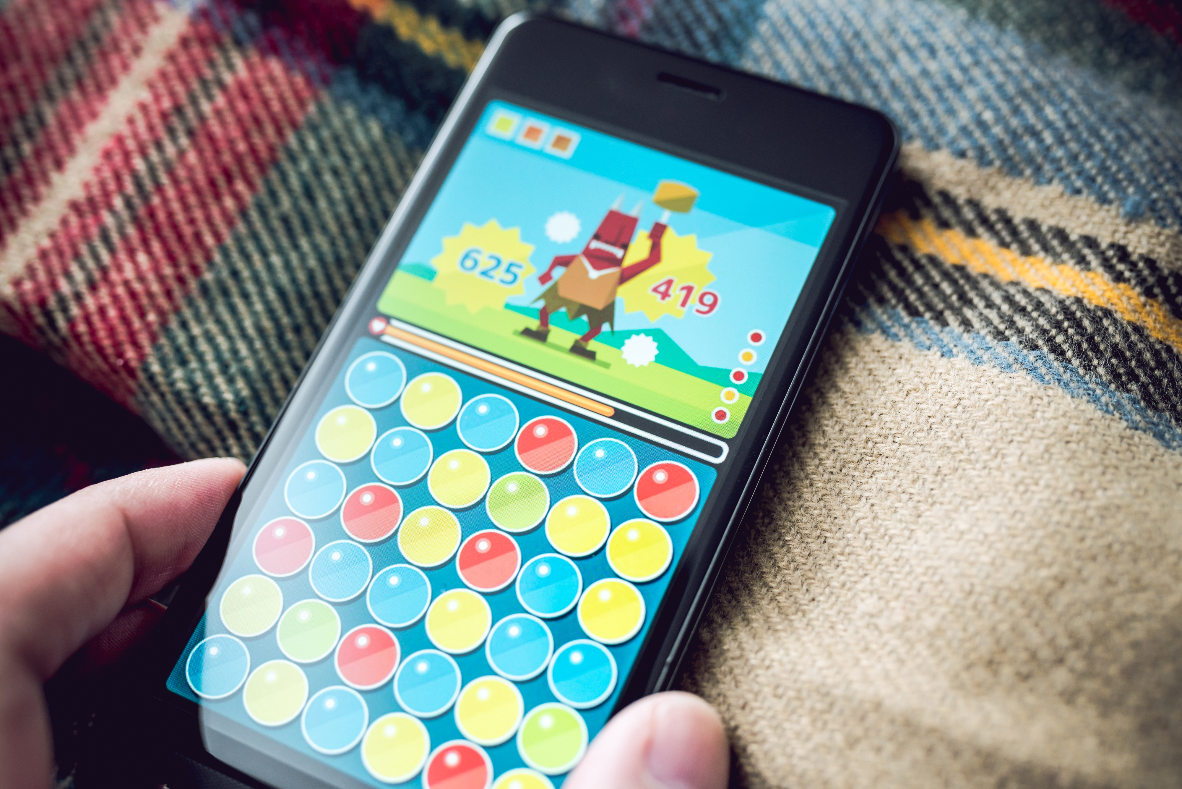■スマートフォンに表示しているゲーム画面は、撮影用に作成したイメージです。